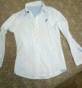 Белые рубашки.