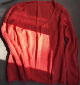 Женский свитер свободного кроя