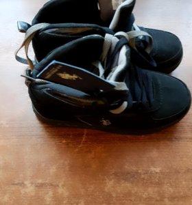 Новые детские ботинки.Возможен торг..