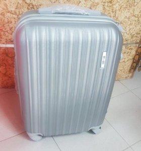 Новый чемодан на 4х колесах