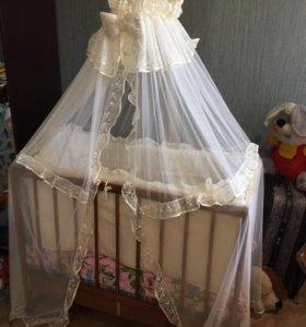 Детская кроватка с принадлежностями