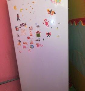 Продаётся холодильник Бирюса.