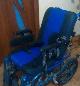 Детская инволидная коляска в отличном состоянии