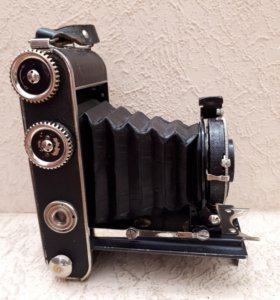 Старинный фотоаппарат yoighander compur