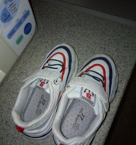 Продам кроссовки детские