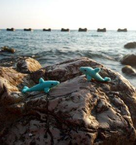 Игрушка дельфин (амигуруми)