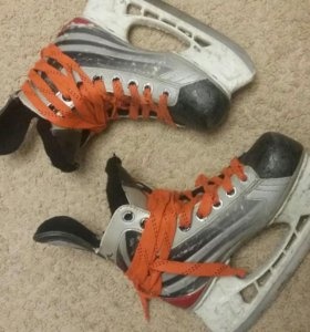 Коньки хоккейн