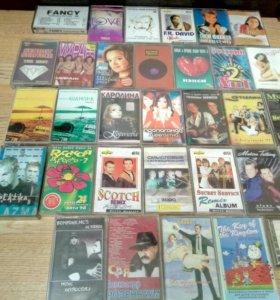 Музыкальные стерео касеты.