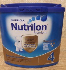 Смесь Нутрилон 4 премиум.