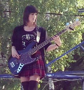 Научу играть на бас-гитаре