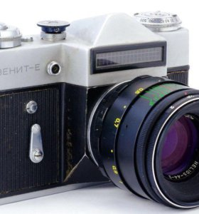 Фотоаппарат Зенит-Е с эмблемой олимпиады и с обьек