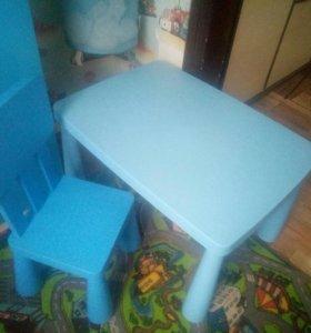 детский стол и стул
