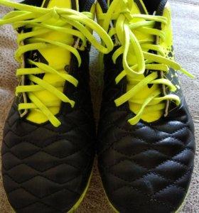 Футбольные кросовки шиповки 40размер.