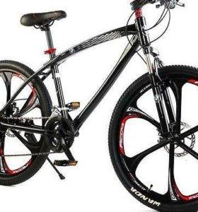 Велосипед черный на литых дисках