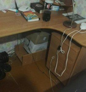 Письменный стол, тумбочка, полка
