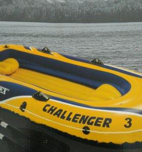 Лодка надувная 3 х местная в упаковке