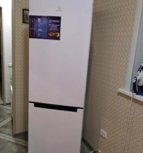 Холодильник INDESIT DF4 180W