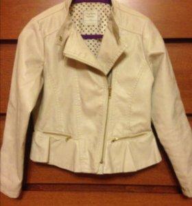 Куртка кожаная для девочки.