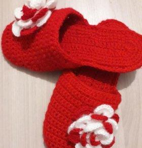Домашние тапочки и детские носочки