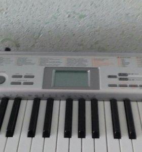 синтезатор LK-130
