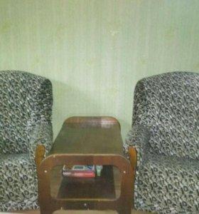 Продам кресло и журнальный столик