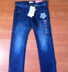 Продам джинсы новые на девочку