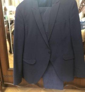 Продаётся мужской костюм, размер 50-52.