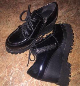 Ботинки, практически новые.