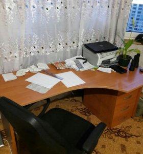 Компьютерный стол +кресло +шкаф