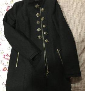 Осеннее пальто чуть выше колена