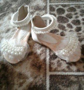 Продам очень красивые сандалики