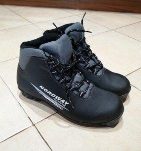 Лыжные ботинки 40р.