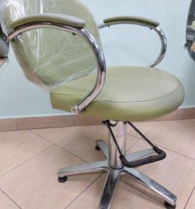 Кресла парикмахерские и тележки