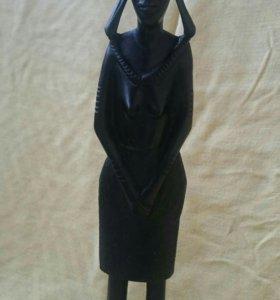 Статуэтка женщины из черного дерева