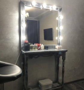 Стол с зеркалом визажиста