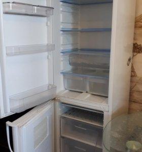 Холодильник Indesit б/у на запчасти