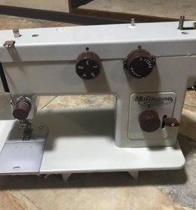 Швейная машинка с тумбочкой