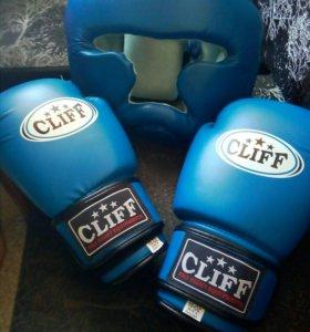 Боксерские перчатки..шлем