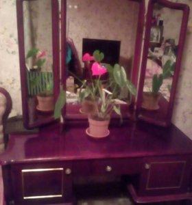 Туалетный столик д/макияжа с зеркалом