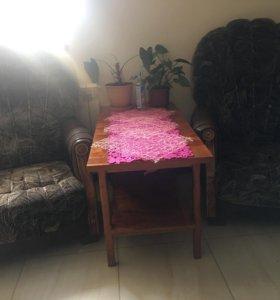 Стол журнальный и кресла