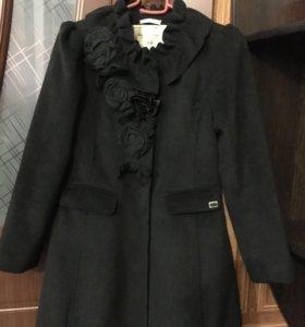 Продам пальто детское 8-9 лет