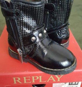 Ботинки на девочку Replay 20р