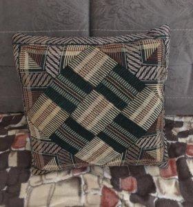 Подушка для дивана.