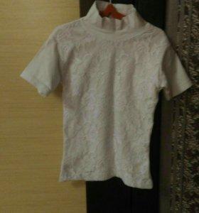 Белая футболка с белыми розами