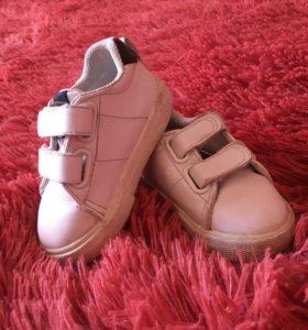 Кроссовки для малыша H&М