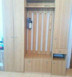 Шкаф для прихожей . в хорошем состоянии