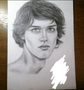 Рисую портреты карандашом.