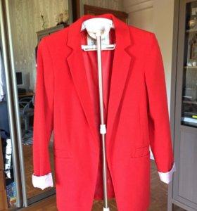 Красный пиджак Pull and Bear