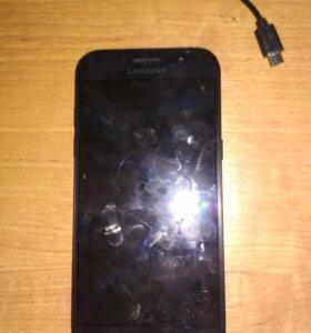 Смартфон Самсунг а5 2017 сломанный.