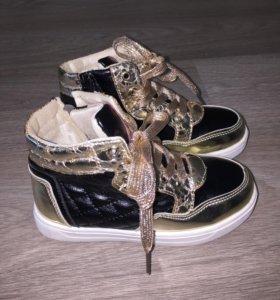 Ботинки для девочки(новые)